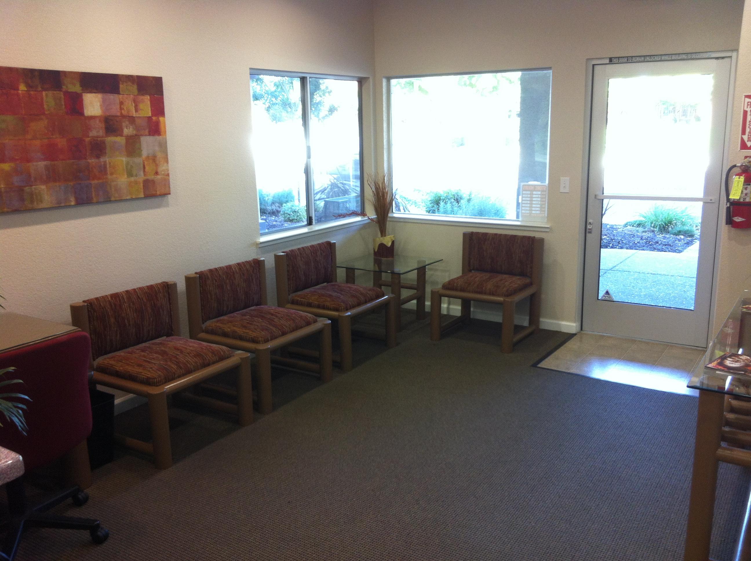 Office/waitingroom.jpg